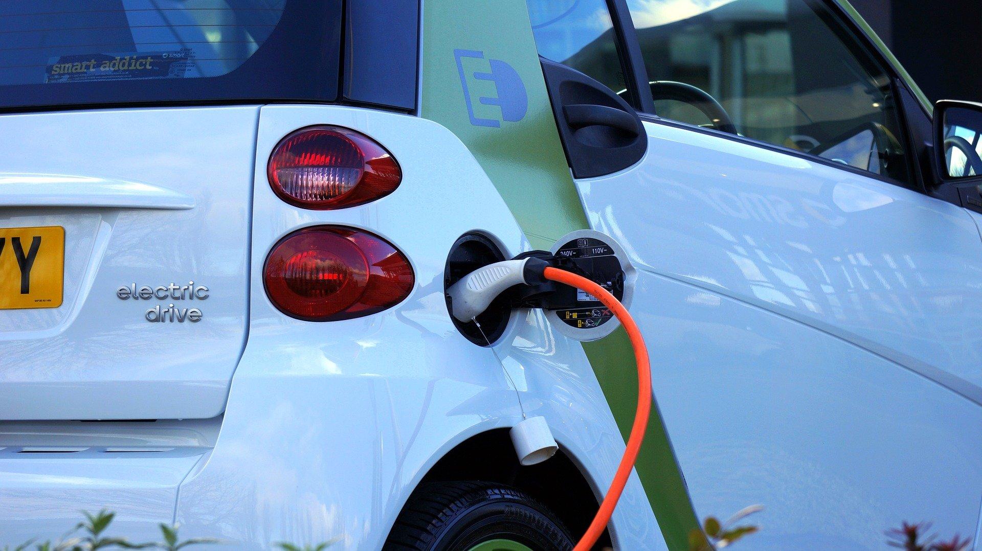 脱ガソリン車,電気自動車